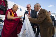 Представители Тибетского дома приветствуют Его Святейшество Далай-ламу в аэропорту Франкфурта. Франкфурт, Германия. 12 сентября 2017 г. Фото: Тензин Чойджор (офис ЕСДЛ)