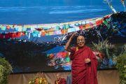 Его Святейшество Далай-лама приветствует более 1600 студентов, собравшихся в конференц-центре «Ярхундертхалле». Франкфурт, Германия. 13 сентября 2017 г. Фото: Тензин Чойджор (офис ЕСДЛ)