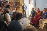 Его Святейшество Далай-лама проводит пресс-конференцию в своем отеле в Таормине. Таормина, Сицилия, Италия. 16 сентября 2017 г. Фото: Джереми Рассел (офис ЕСДЛ)