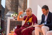 Его Святейшество Далай-лама отвечает на вопросы слушателей в ходе публичной лекции «Мирная жизнь – сотрудничество народов». Таормина, Сицилия, Италия. 16 сентября 2017 г. Фото: Федерико Винчи