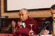 Его Святейшество Далай-лама проводит пресс-конференцию для местных СМИ. Палермо, Сицилия, Италия. 18 сентября 2017 г. Фото: Паоло Регис