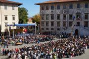 3700 человек собрались на площади Рыцарей в Пизе, чтобы послушать Его Святейшество Далай-ламу. Пиза, Италия. 20 сентября 2017 г. Фото: Olivier Adam.