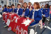 Некоторые из 1300 школьников, пришедших на площадь Рыцарей в Пизе, чтобы послушать Его Святейшество Далай-ламу. Пиза, Италия. 20 сентября 2017 г. Фото: Olivier Adam.