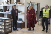 Дээрхийн Гэгээнтэн Далай Лам Рига хотын онгоцны буудалд орж ирэв. Латви, Рига. 2017.09.23. Гэрэл зургийг Тэнзин Чойжор (ДЛО)