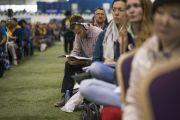 Зрители в зале слушают учения Его Святейшества Далай-ламы. Рига, Латвия. 23 сентября 2017 г. Фото: Тензин Чойджор (офис ЕСДЛ)