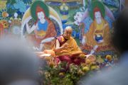 Дээрхийн Гэгээнтэн Далай Лам номын айлдвараа айлдаж байгаа нь. Латви, Рига. 2017.09.24. Гэрэл зургийг Тэнзин Чойжор (ДЛО)