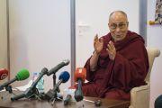 Дээрхийн Гэгээнтэн Далай Лам сэтгүүлчидтэй уулзаж байгаа нь. Латви, Рига. 2017.09.24. Гэрэл зургийг Тэнзин Чойжор (ДЛО)