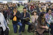 Участники учений Его Святейшества Далай-ламы читают молитву о зарождении бодхичитты. Рига, Латвия. 24 сентября 2017 г. Фото: Тензин Чойджор (офис ЕСДЛ)