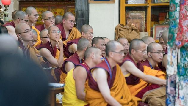 В Дхарамсале Далай-лама начал учения по трактату Чандракирти «Вступление на срединный путь»