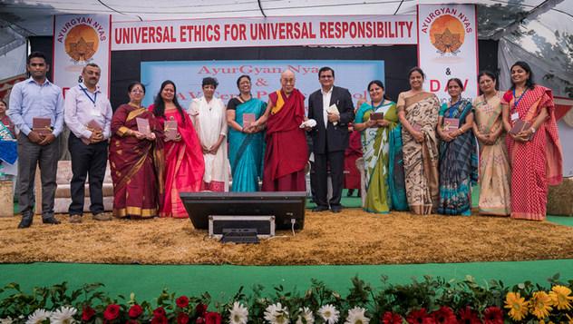 В Мератхе Далай-лама принял участие в запуске программы по преподаванию светской этики