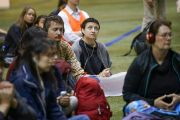 Верующие слушают синхронный перевод учений Его Святейшества Далай-ламы по дзогчену. Рига, Латвия. 25 сентября 2017 г. Фото: Тензин Чойджор (офис ЕСДЛ)