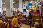 Тайские монахи читают Мангала-сутту на языке пали в начале первого дня четырехдневных учений, организованных по просьбе буддистов из Тайваня. Дхарамсала, Индия. 3 октября 2017 г. Фото: Тензин Чойджор (офис ЕСДЛ)