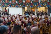 Верующие приветствуют Его Святейшество Далай-ламу в начале первого дня четырехдневных учений, организованных по просьбе буддистов из Тайваня. Дхарамсала, Индия. 3 октября 2017 г. Фото: Тензин Чойджор (офис ЕСДЛ)