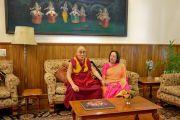 Его Святейшество Далай-лама во время встречи с губернатором штата Манипур Наджмой Хептуллой в ее резиденции Радж Бхаван. Импхал, штат Манипур, Индия. 17 октября 2017 г. Фото: Лобсанг Церинг