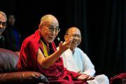 Его Святейшество Далай-лама выступает с обращением во время международной конференции «Мир и гармония». Импхал, штат Манипур, Индия. 18 октября 2017 г. Фото: Лобсанг Церинг