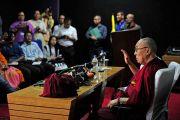 Его Святейшество Далай-лама проводит пресс-конференцию для местных СМИ. Импхал, штат Манипур, Индия. 18 октября 2017 г. Фото: Лобсанг Церинг