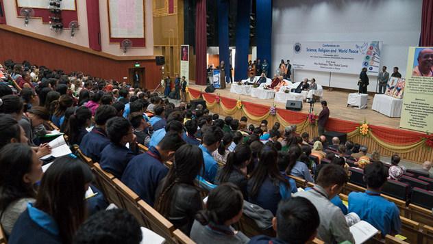 Далай-лама принял участие в открытии конференции «Наука, духовность и мир во всем мире»