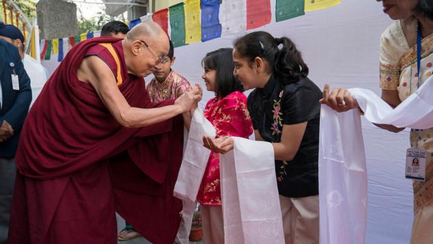 Далай-лама провел беседу об общечеловеческих ценностях в публичной школе Сальвана