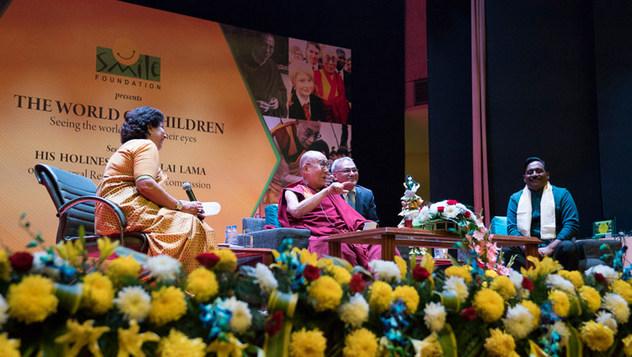 Далай-лама провел беседу о глобальной ответственности и сострадании по просьбе благотворительного фонда «Улыбка»