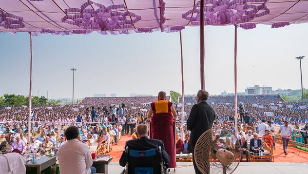 Далай-лама встретился со студентами Института социологии «Калинга»