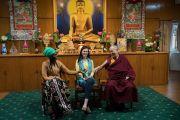 Дээрхийн Гэгээнтэн Далай Лам Өмнөд Суданы болон Колумбын төлөөлөгч нарын хамт. Энэтхэг, ХП, Дарамсала. 2017.11.07. Гэрэл зургийг Тэнзин Чойжор (ДЛО)