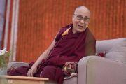 Его Святейшество Далай-лама дарует наставления ученикам публичной школы Сальвана. Нью-Дели, Индия. 18 ноября 2017 г. Фото: Тензин Чойджор (офис ЕСДЛ)