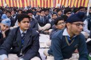 Ученики публичной школы Сальвана слушают наставления Его Святейшества Далай-ламы. Нью-Дели, Индия. 18 ноября 2017 г. Фото: Тензин Чойджор (офис ЕСДЛ)