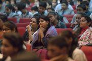 Слушатели во время лекции Его Святейшества Далай-ламы, организованной в конференц-центре Национального объединенного союза Индии. Нью-Дели, Индия. 19 ноября 2017 г. Фото: Тензин Чойджор (офис ЕСДЛ)