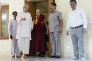 Его Святейшество Далай-лама во время встречи с главным министром штата Орисса Навином Патнаиком. Бхубанешвар, штат Орисса, Индия. 20 ноября 2017 г. Фото: Тензин Чойджор (офис ЕСДЛ)