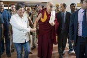 По завершении встречи с главным министром штата Орисса Навином Патнаиком Его Святейшество Далай-лама прибывает в отель. Бхубанешвар, штат Орисса, Индия. 20 ноября 2017 г. Фото: Тензин Чойджор (офис ЕСДЛ)