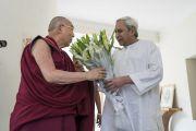 Главный министр штата Орисса Навин Патнаик приветствует Его Святейшество Далай-ламу в своей резиденции. Бхубанешвар, штат Орисса, Индия. 20 ноября 2017 г. Фото: Тензин Чойджор (офис ЕСДЛ)