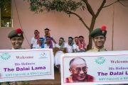 Студенты в традиционных одеяниях ожидают прибытия Его Святейшества Далай-ламы в Институт социологии «Калинга». Бхубанешвар, штат Орисса, Индия. 21 ноября 2017 г. Фото: Тензин Чойджор (офис ЕСДЛ)