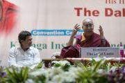 Его Святейшество Далай-лама читает лекцию в Институте индустриальных технологий «Калинга». Бхубанешвар, штат Орисса, Индия. 21 ноября 2017 г. Фото: Тензин Чойджор (офис ЕСДЛ)