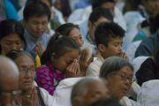Тибетцы из поселения Пхунцоклинг принимают участие в церемонии зарождения бодхичитты, проводимой Его Святейшеством Далай-ламой. Бхубанешвар, штат Орисса, Индия. 21 ноября 2017 г. Фото: Тензин Чойджор (офис ЕСДЛ)