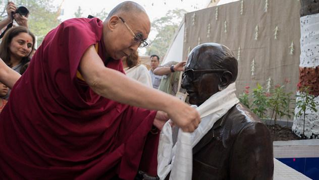 Далай-лама прочел публичную лекцию в студенческом городке «Сомайя Видьявихар»