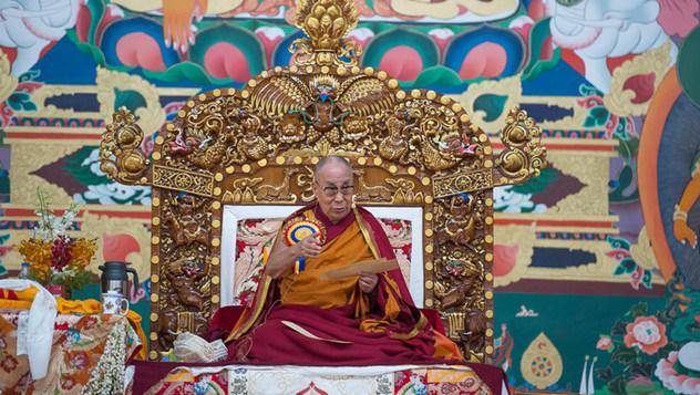 Далай-лама принял участие в торжественном открытии двора для монастырских диспутов в Сера Ме и даровал учения