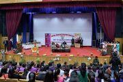 Вид на сцену во время ежегодной церемонии вручения наград Правительственного колледжа. Дхарамсала, Индия. 5 декабря 2017 г. Фото: дост. Тензин Джампель.