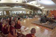 Вид на аудиторию во время первого дня учений Его Святейшества Далай-ламы в образовательном комплексе «Сомайя Видьявихар». Мумбаи, штат Махараштра, Индия. 8 декабря 2017 г. Фото: Лобсанг Церинг.