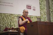 Его Святейшество Далай-лама читает лекцию о возрождении древней индийской мудрости, организованную в образовательном комплексе «Сомайя Видьявихар». Мумбаи, штат Махараштра, Индия. 10 декабря 2017 г. Фото: Лобсанг Церинг.
