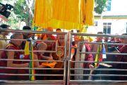 Его Святейшество Далай-лама возглавляет церемонию открытия новой площадки для философских диспутов в женском монастыре Джангчуб Чолинг. Мундгод, штат Карнатака, Индия. 15 декабря 2017 г. Фото: Лобсанг Церинг.