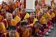 Монахи монастыря Ганден Лачи слушают наставления Его Святейшества Далай-ламы. Мундгод, штат Карнатака, Индия. 15 декабря 2017 г. Фото: Лобсанг Церинг.