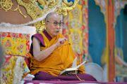 Его Святейшество Далай-лама дарует учения по сочинению «Три основы пути» в монастыре Ганден Лачи. Мундгод, штат Карнатака, Индия. 17 декабря 2017 г. Фото: Лобсанг Церинг.