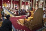 Его Святейшество Далай-лама дарует наставления во время церемонии приветствия в монастыре Сера Лачи. Билакуппе, штат Карнатака, Индия. 19 декабря 2017 г. Фото: Тензин Чойджор.
