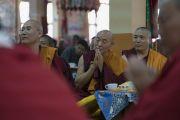 Некоторые из монахов, собравшихся, чтобы поприветствовать Его Святейшество Далай-ламу по прибытии в монастырь Сера Лачи. Билакуппе, штат Карнатака, Индия. 19 декабря 2017 г. Фото: Тензин Чойджор.