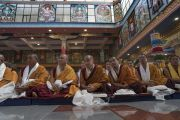 Монахи монастыря Намдролинг слушают наставления Его Святейшества Далай-ламы. Билакуппе, штат Карнатака, Индия. 22 декабря 2017 г. Фото: Тензин Чойджор.