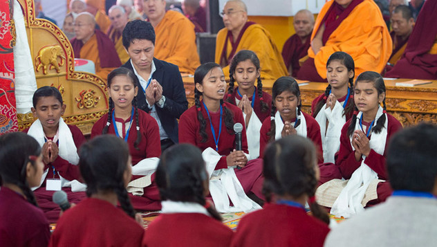 В Бодхгае Далай-лама начал объяснения по «Сутре колеса учения» и сутре «Ростки риса»