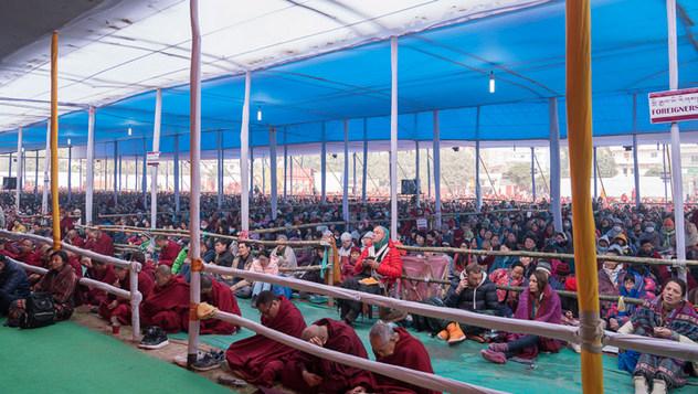 Второй день учений Далай-ламы в Бодхгае по просьбе буддистов из общества «Наланда Шикша»