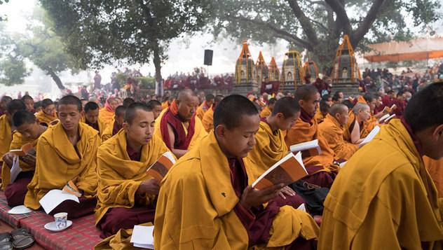 Далай-лама вознес молитвы у ступы Махабодхи и встретился с настоятелями и учителями школы гелуг