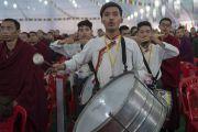 Музыканты исполняют государственные гимны Тибета и Индии по завершении празднования золотого юбилея Центрального института высшей тибетологии. Сарнатх, Варанаси, Индия. 1 января 2018 г. Фото: Тензин Пунцок.