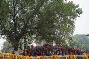 Паломники ожидают прибытия Его Святейшества Далай-ламы в храм Махабодхи. Бодхгая, штат Бихар, Индия. 2 января 2018 г. Фото: Тензин Чойджор.